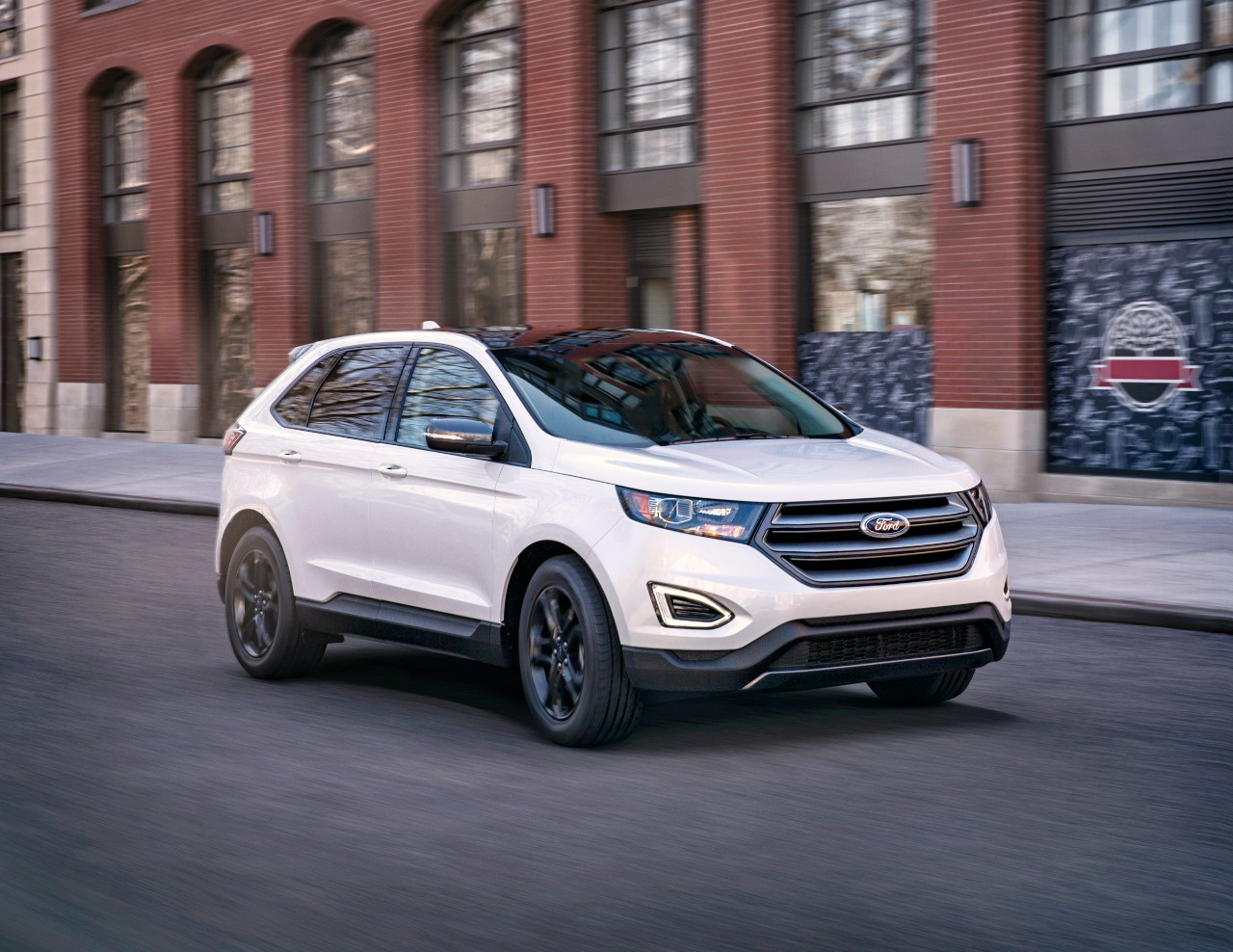 2018 Ford Edge front 3/4 view