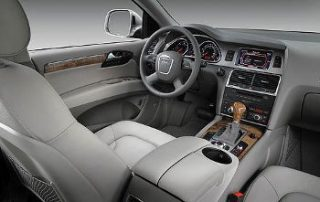 The Q7 uses a DVD based naviagtion system.