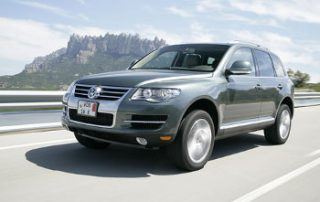 2008 Volksagen Touareg lookin' good on the road