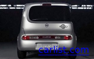 2009 Nissan Cube SL rear shot