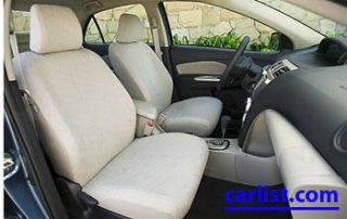 2009 Toyota Yaris front view interior