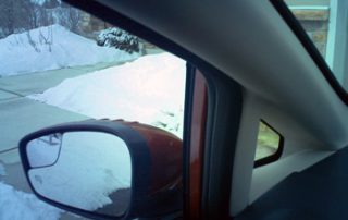 Mini triangular windows placed at the car's four corners help to eliminate blind spots