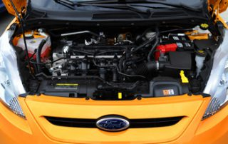 With its 120-horsepower 1.6-liter four cylinder engine, the Fiesta encourages energetic digging into the revs when zipping around town