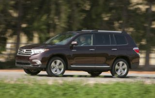 "The tall stance of Highlander - with a ground clearance of 8"" - allows this wagon to trudge over lumpy trails"