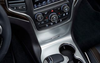nav system and console in the 2014 Jeep Grand Cherokee Overland diesel