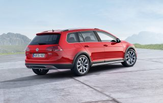 2017 Volkswagen Alltrack rear 3/4 view