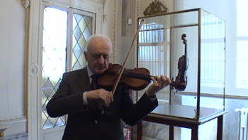 Conservator  Andrea Mosconi playing the 1715 Stradivarius
